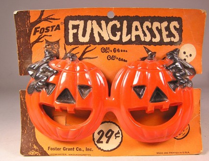 Original FOSTER GRANT 1950s Vintage Halloween Funglasses on Original Card